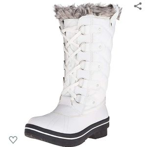 Madden Girl Cooco white fur trim boots size 7